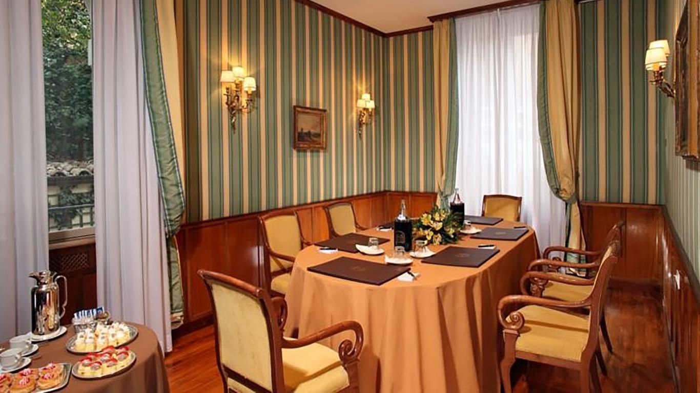hotel-degli-aranci-roma-sala-meeting-3